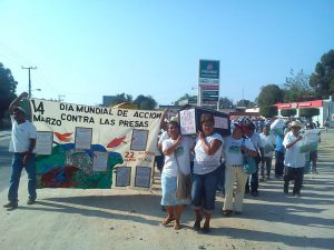 "Con ""marcha fúnebre"" inicia Copudever toma simbólica de CFE en Jamiltepec"